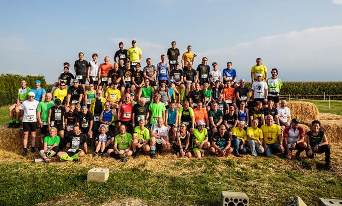 Die Teilnehmer und das Orgateam des LIDOMA VI im Maisfeld-Labyrinth (FotoTeam-Hamm.de)